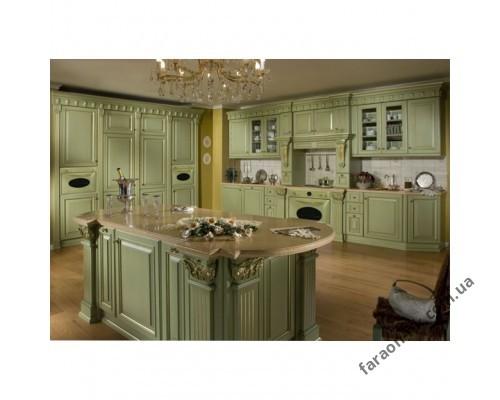 Кухня из массива дерева с патиной под золото