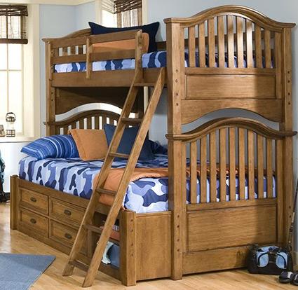 Деревянные двухъярусные кровати из массива