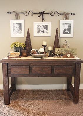 Стол консольный деревянный