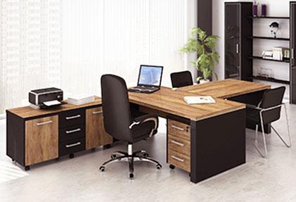 Стол кабинетный из дерева письменный
