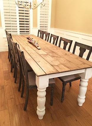 Стол деревянный для гостей