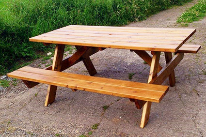 Стол деревянный со встроенными скамейками