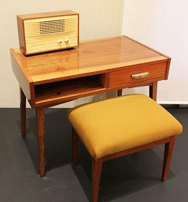 Стол деревянный под вещи